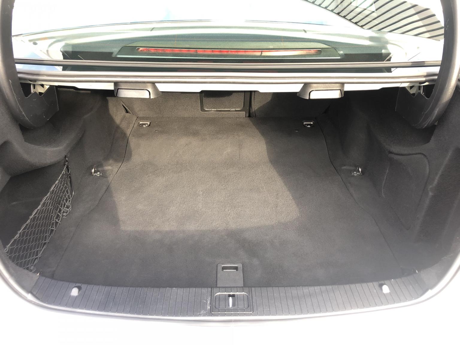 Mercedes-Benz-E-Klasse-40