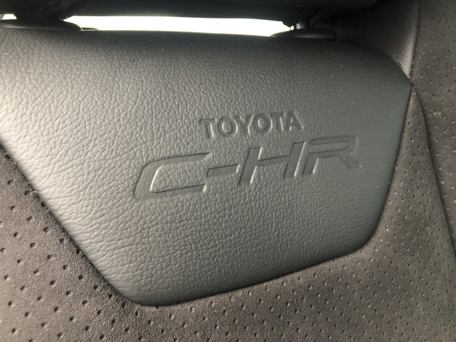 Toyota-C-HR-19