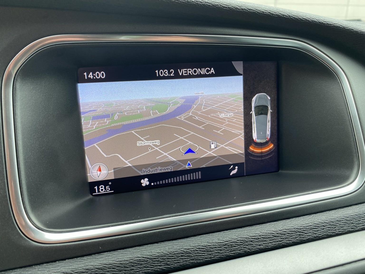 Volvo-V40-21