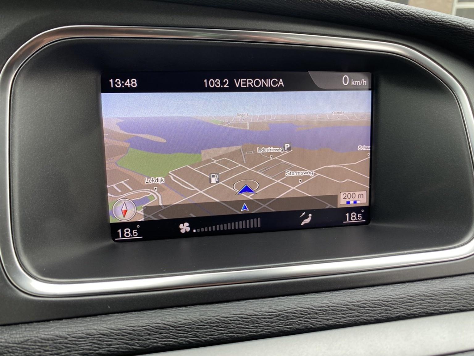 Volvo-V40-17