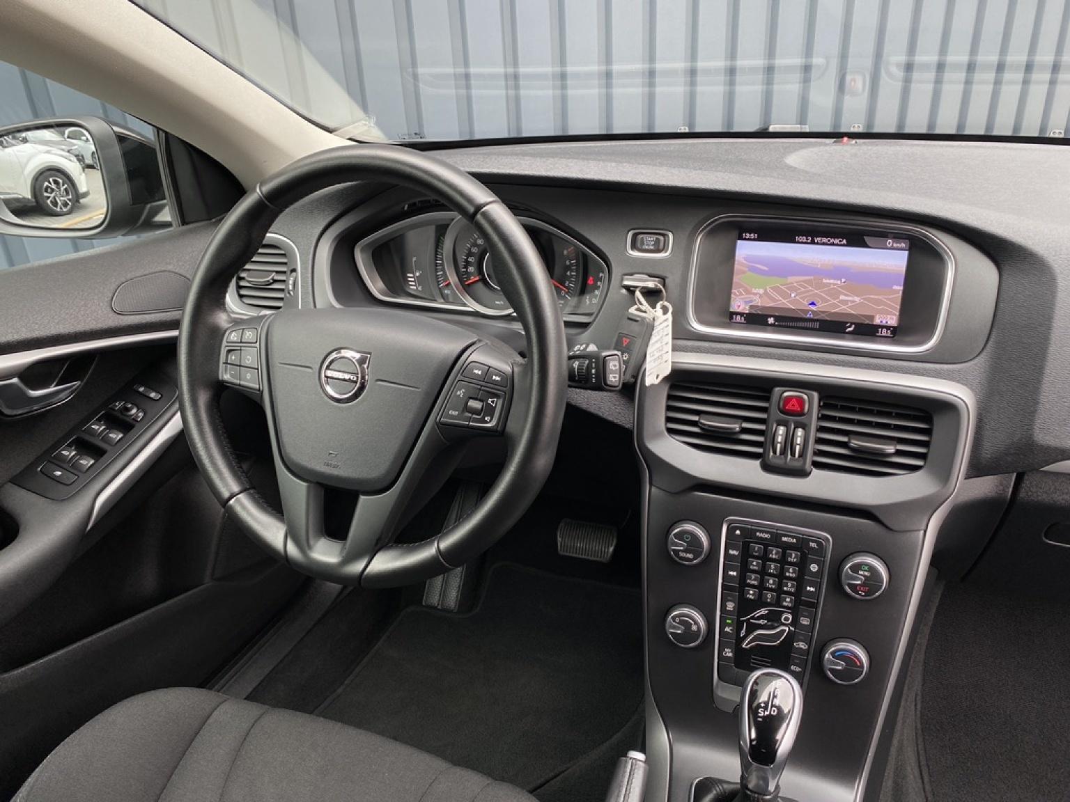 Volvo-V40-13